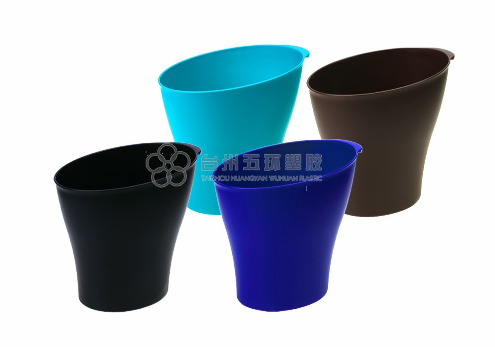 Plastic trash can without lid