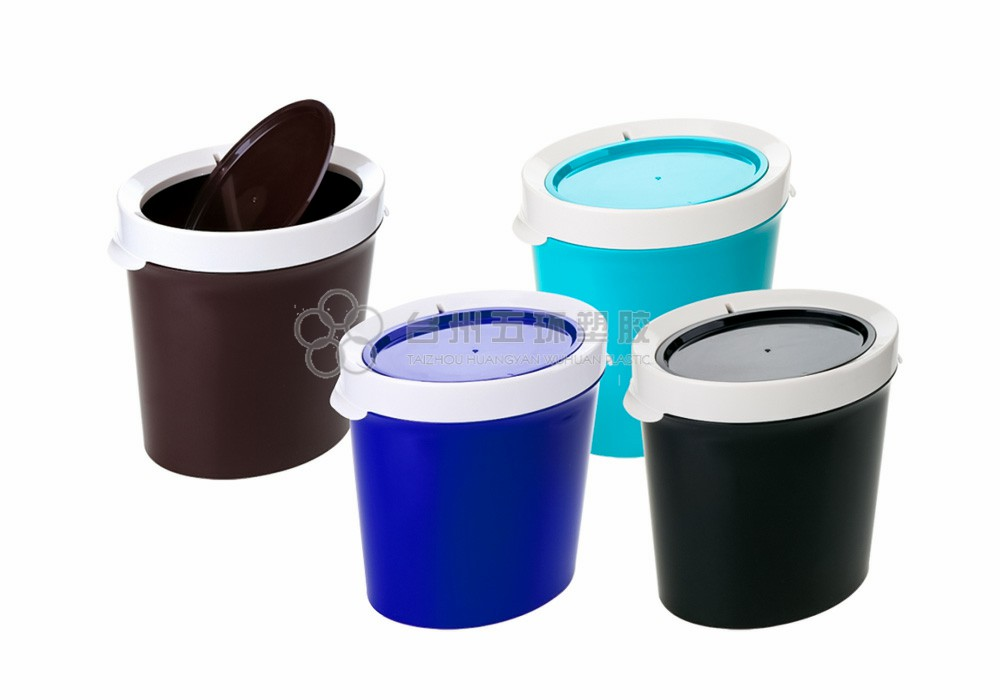 Bathroom plastic trash can with lid