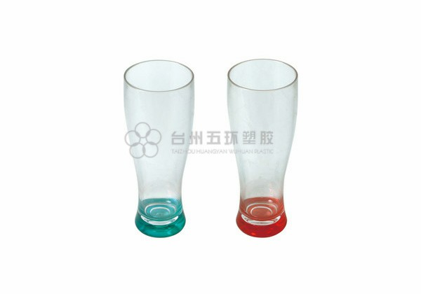 Beer glass with spray