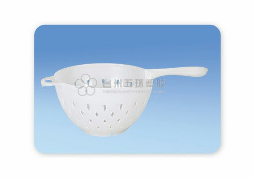 Plastic vegetable colander with holder