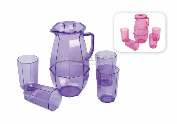 plastic Pitcher set with lid and 4 cups
